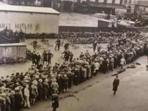 Immagine dell'epoca a testimoniare l'arrivo dei prigionieri a Dachau